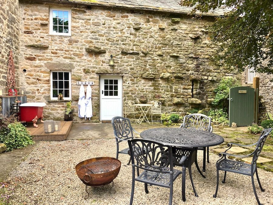 Fantastic walled garden with outdoor seating and a roll top bath!