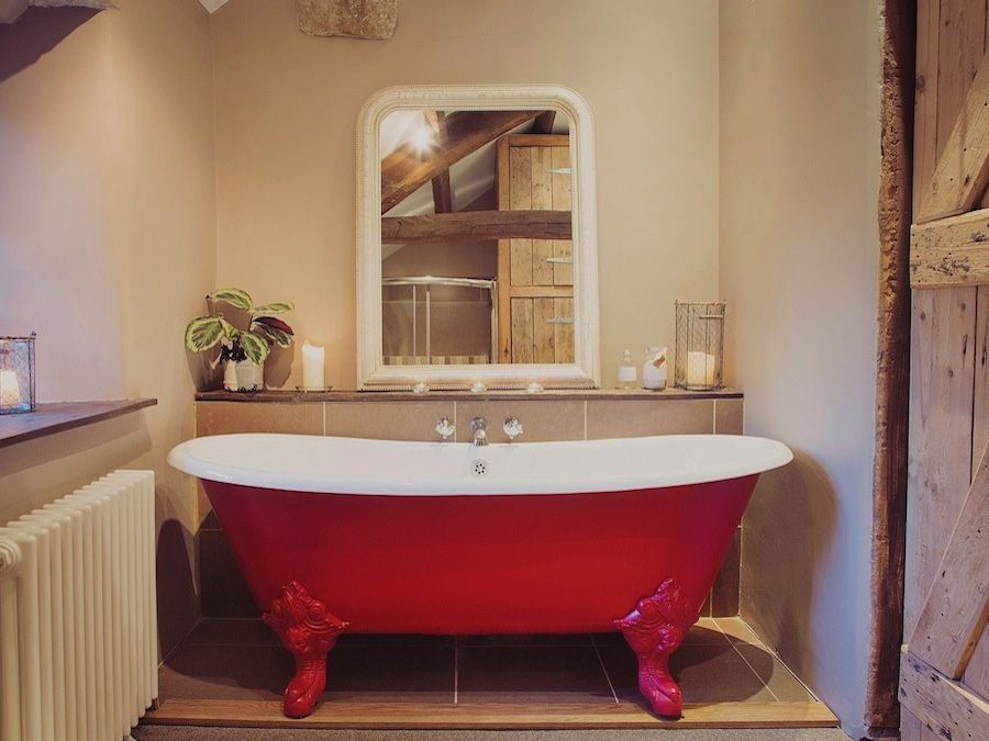 Sink into the roll top cast iron bath (that's the one inside!)