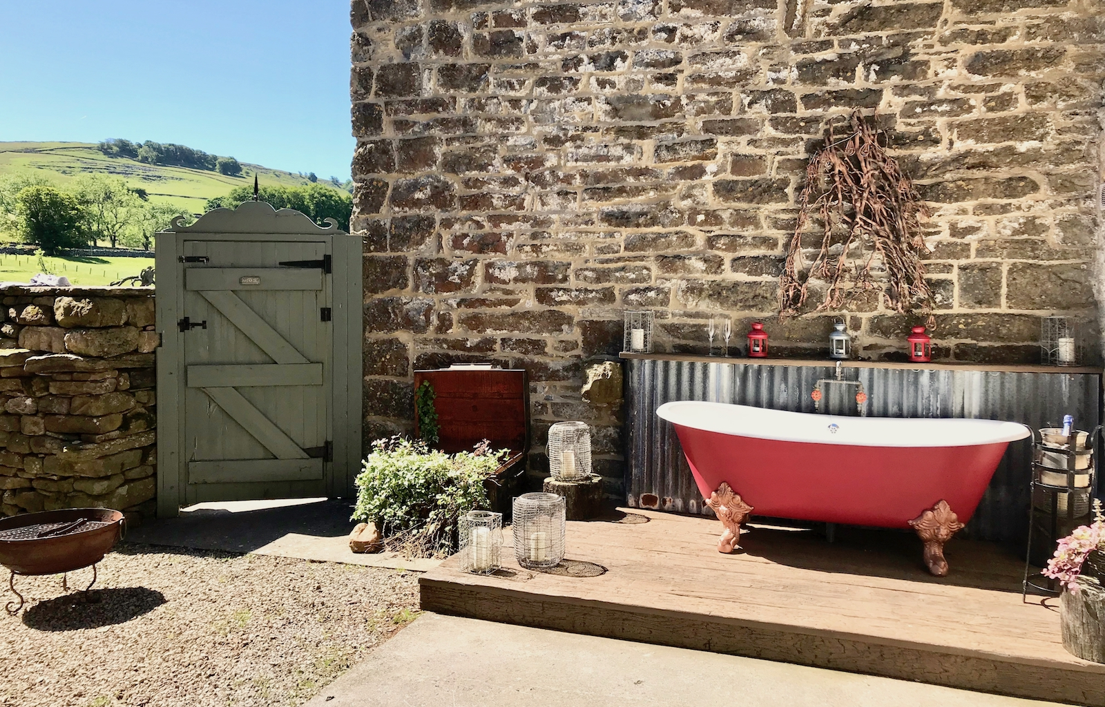 Check out the outdoor roll top bath, bubbles anyone?
