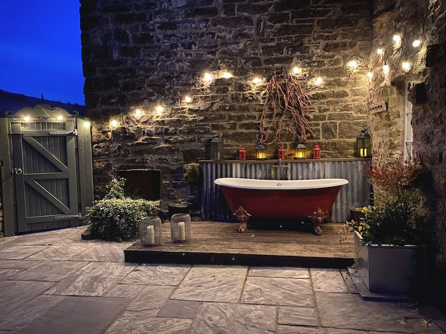 Switch on the festoon lights and enjoy a bath under the stars!